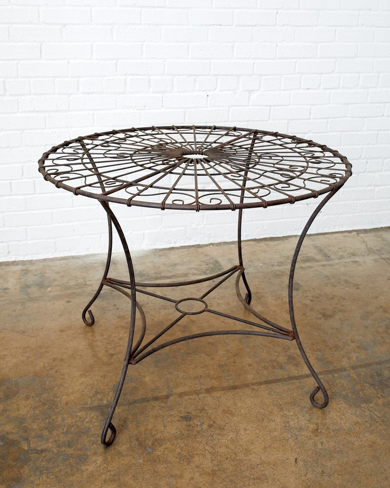 French Art Nouveau Iron and Wire Garden Table For Sale 3