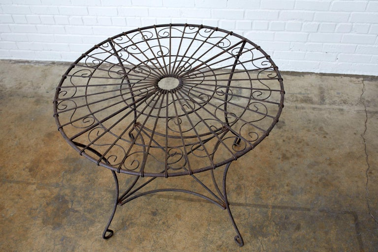 French Art Nouveau Iron and Wire Garden Table For Sale 4