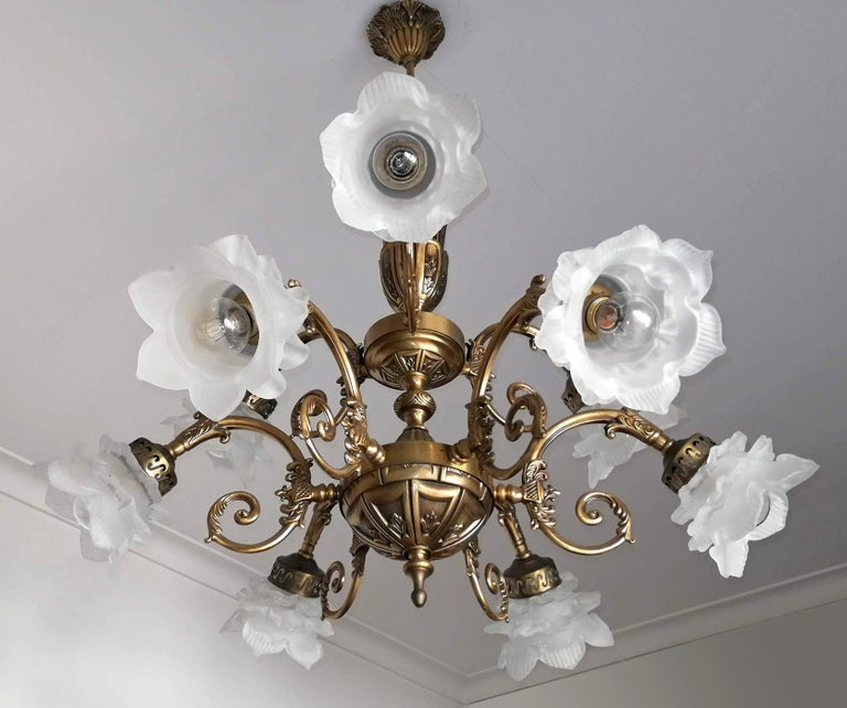 French Art Nouveau or Art Deco Art Glass Flower & Gilt Brass 9-Light Chandelier In Good Condition For Sale In Coimbra, PT
