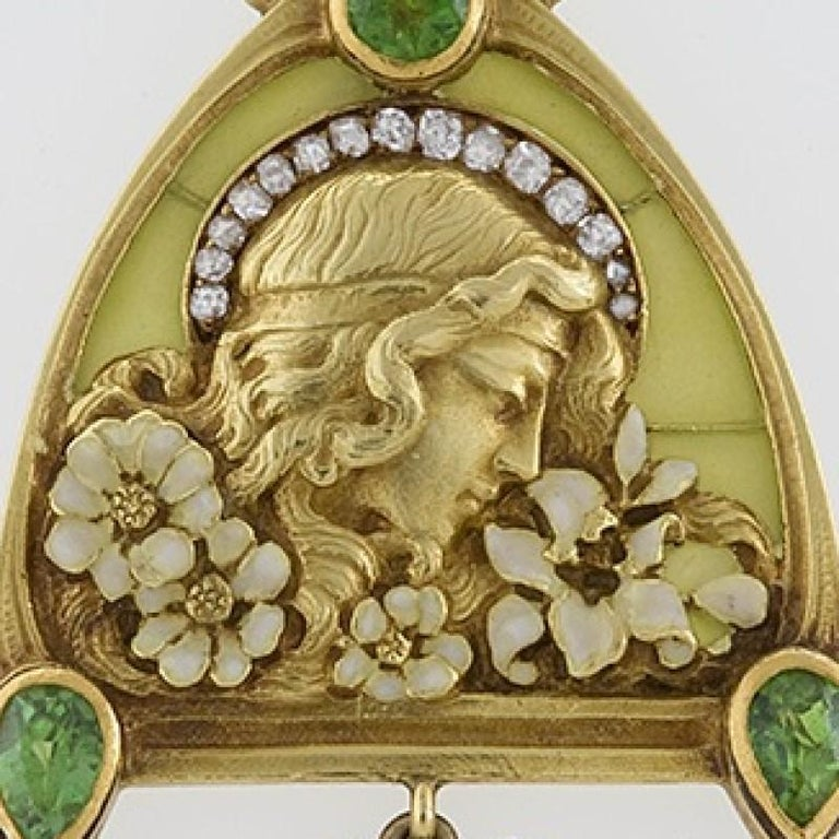 French Art Nouveau Peridot Diamond Gold and Plique-a-Jour 'Juliet' Pendant In Excellent Condition For Sale In New York, NY
