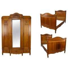 French Art Nouveau Twin Beds Bedroom Set of 3 in Solid Carved Oak, circa 1910