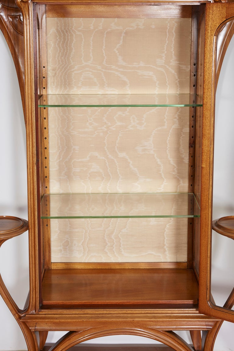 French Art Nouveau Walnut Vitrine by Tony Selmersheim In Good Condition For Sale In Bridgewater, CT