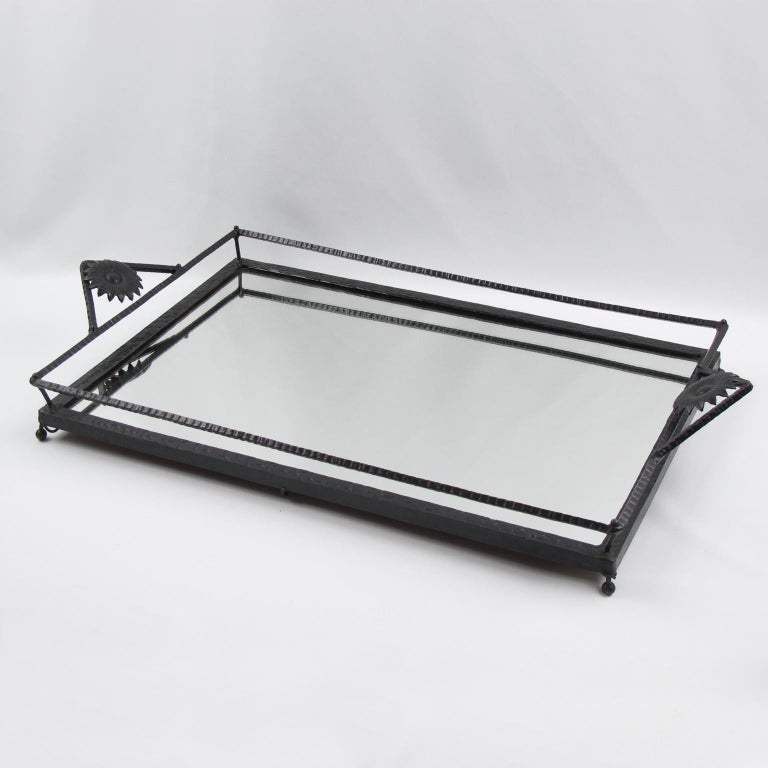 Impressive large Art Nouveau serving tray, featuring wrought iron framing in black finish patina with hammered textured pattern. Very nice floral handles and mirrored glass insert. Large dimensions, perfect for barware, cocktail serving or any