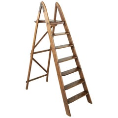 French Artisan-Made Oak Library Ladder with Platform Top, Iron Hinges circa 1900