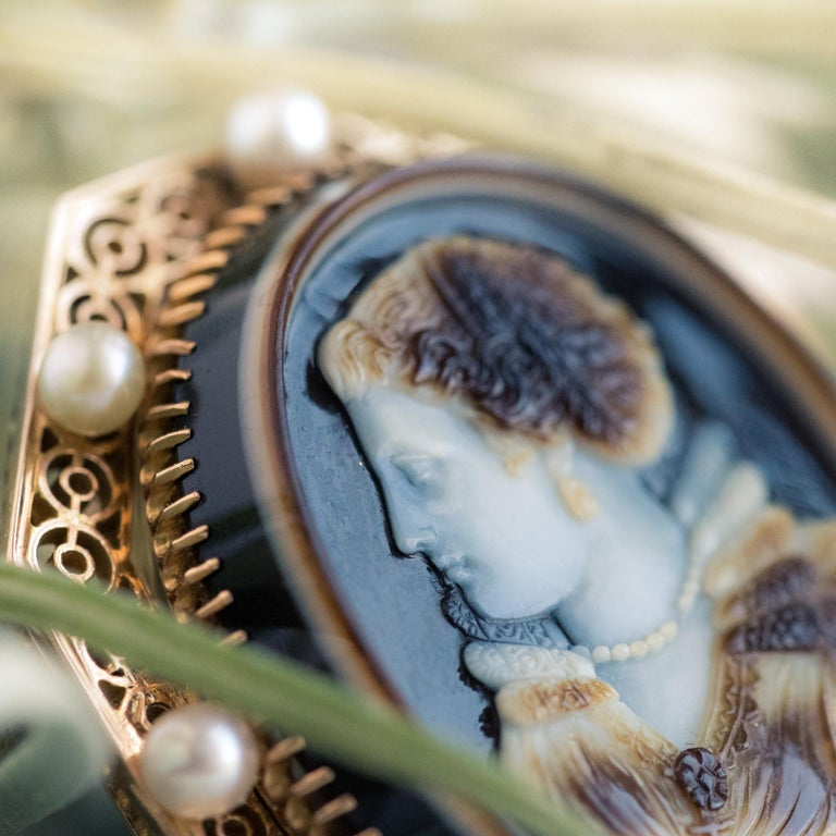 French Aucoc 19th Century Antique Cameo Natural Pearls Locket Pendant Brooch In Good Condition For Sale In Poitiers, FR