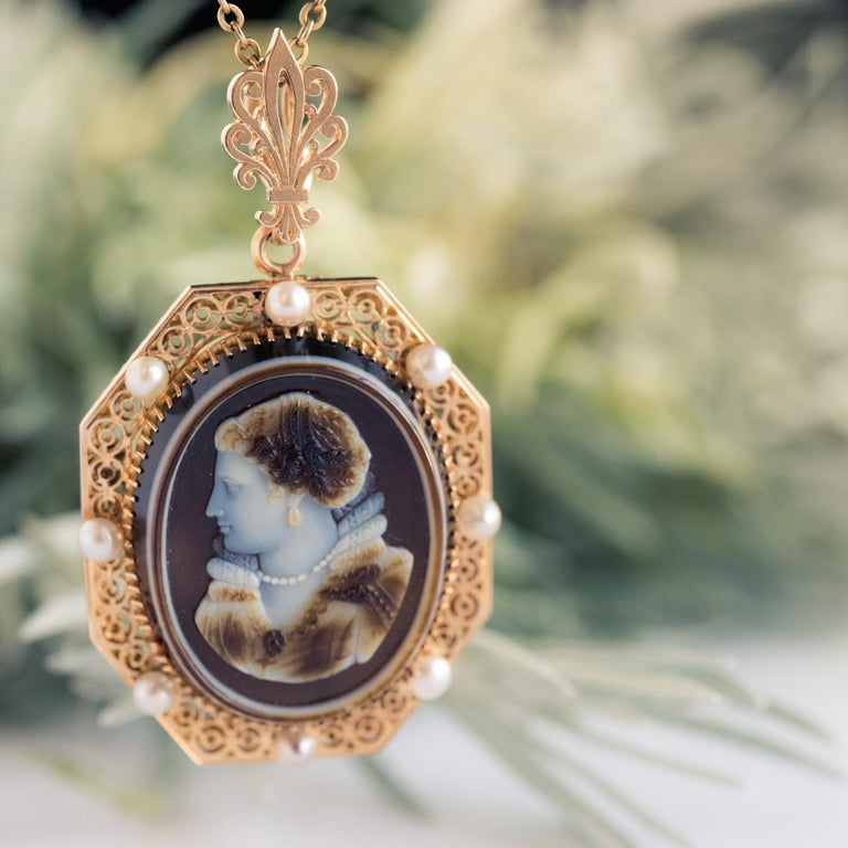 French Aucoc 19th Century Antique Cameo Natural Pearls Locket Pendant Brooch For Sale 2