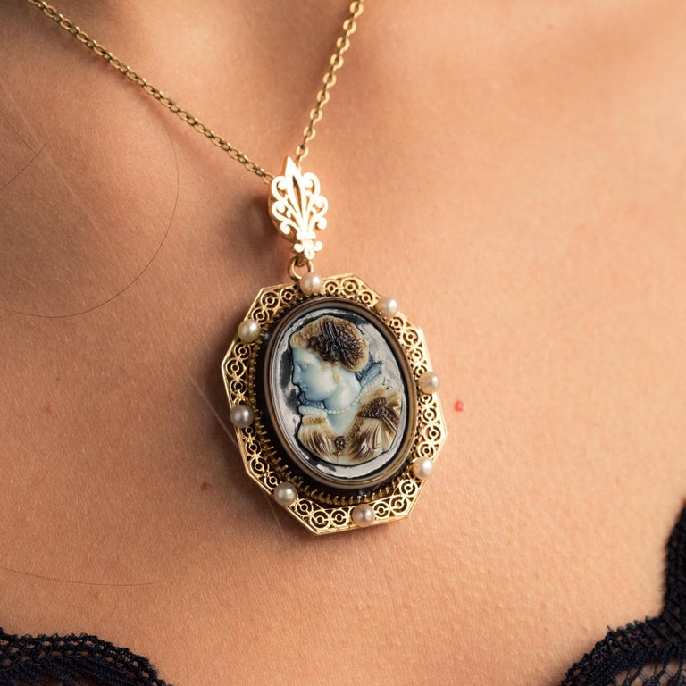 French Aucoc 19th Century Antique Cameo Natural Pearls Locket Pendant Brooch For Sale 3