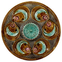French Barbotine Onnaing Majolica Fish Head Oyster Plate, circa 1870