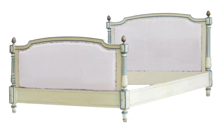 French Bed US Queen UK King Size Early 20th Century Louis XVI Recover Customize In Good Condition For Sale In France, GB