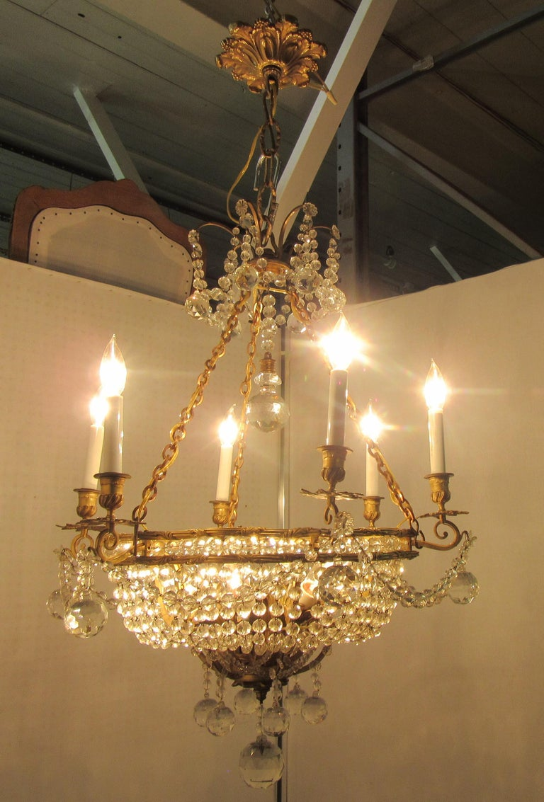 Early 20th Century French Belle Époque Gilt Bronze Chandelier with Cut Crystal Elements For Sale