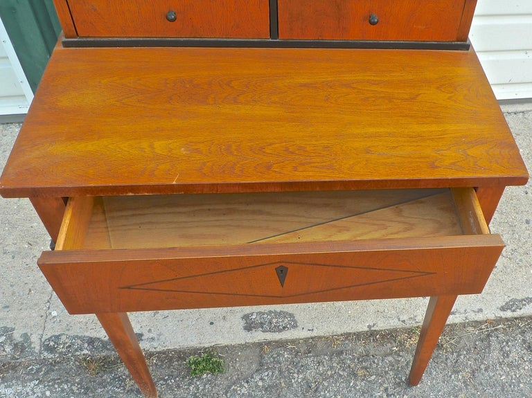 French Biedermeier 1940s Birchwood Desk with 3 Drawers and 2 Glass Cabinet Doors For Sale 6