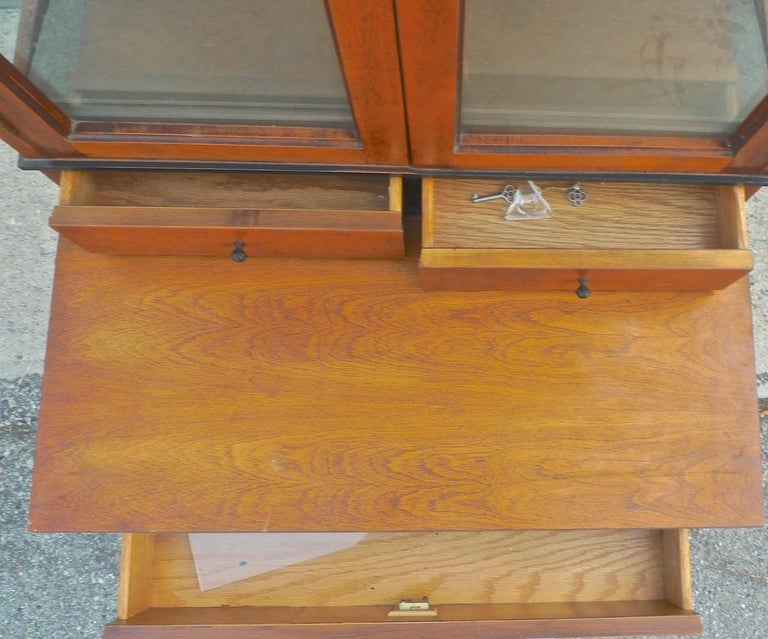 French Biedermeier 1940s Birchwood Desk with 3 Drawers and 2 Glass Cabinet Doors For Sale 7