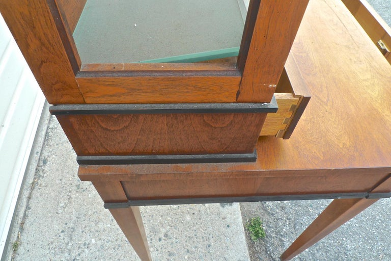 French Biedermeier 1940s Birchwood Desk with 3 Drawers and 2 Glass Cabinet Doors In Good Condition For Sale In Santa Monica, CA