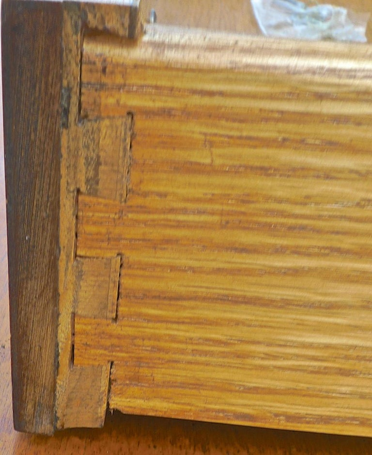 French Biedermeier 1940s Birchwood Desk with 3 Drawers and 2 Glass Cabinet Doors For Sale 4
