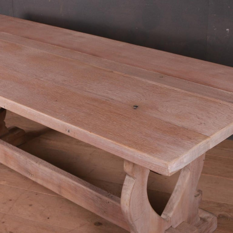 French Bleached Oak Trestle Table In Good Condition For Sale In Leamington Spa, Warwickshire