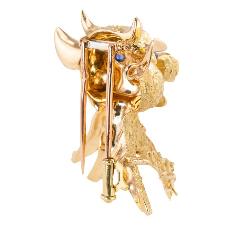 Round Cut French Blue Sapphire Yellow Gold Whimsical Bull Brooch Clip For Sale