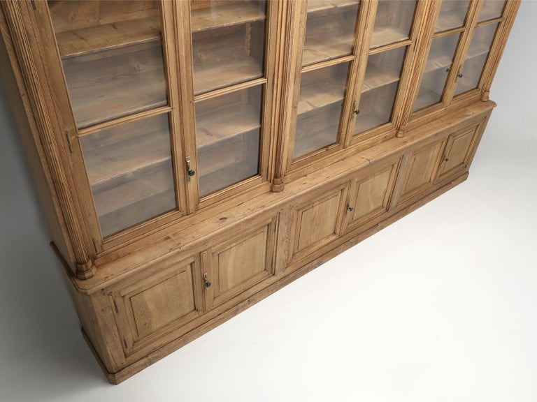 French Bookcase Mid-1800's in Exceptional Unrestored Condition Weathered Oak For Sale 4