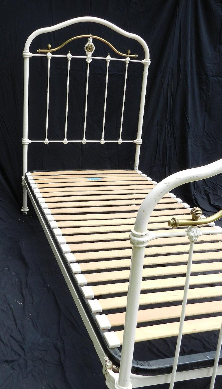 French Brass and Iron Bed Single with Wood Slat Base Original Paint, circa 1890 In Good Condition For Sale In , FR