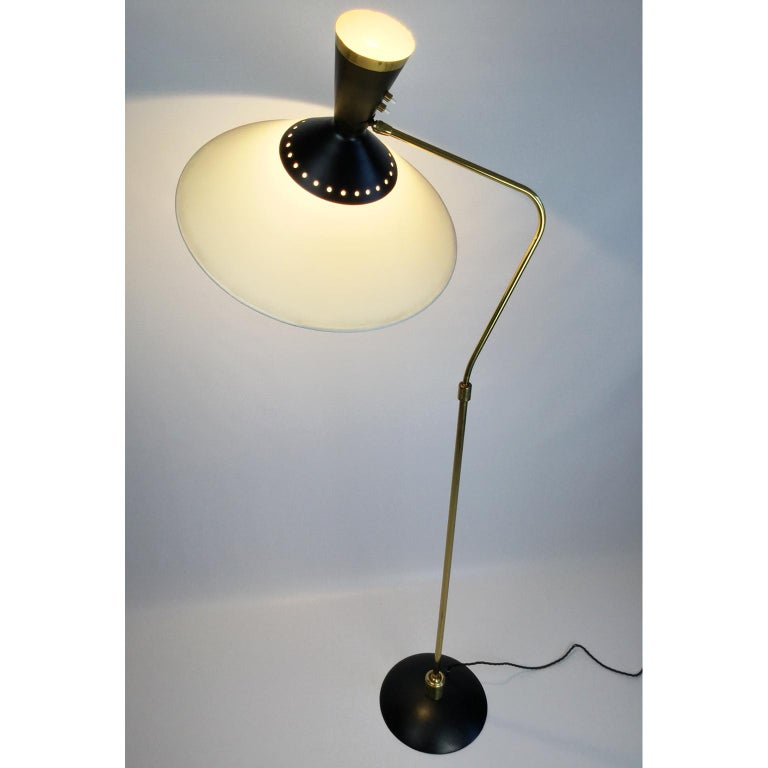 French Brass Flexible and Extendable Floor Lamp by Maison Arlus, 1950s For Sale 1