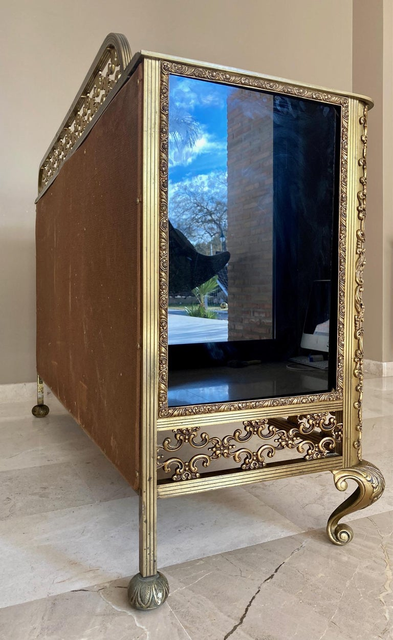 French Bronze Kidney Mirrored Dressing Table or Vanity with Four Drawers and Two For Sale 6