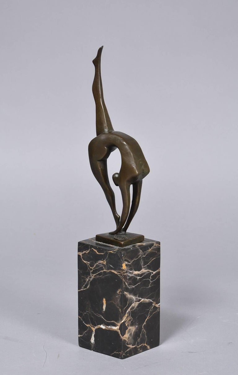 Sculpture of patinated bronze on a high marble plinth stamped: BRONZE GUARANTEE PARIS J.B.Deposee / sign. Milo, H. 36 cm. incl shelf. Perfect condition.