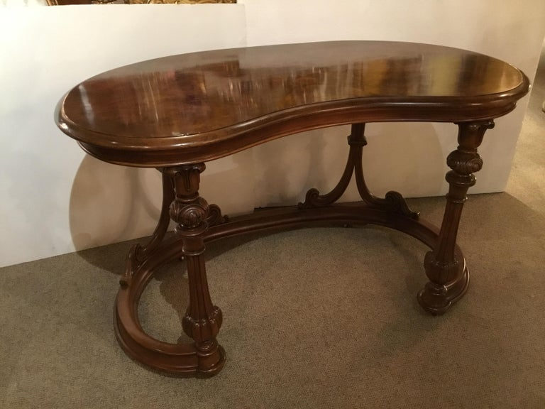 French burl wood kidney form writing desk, 19th century, having a kidney-shaped top,