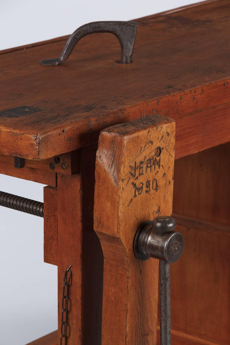 French Carpenter's Workbench in Elm, 1950s In Good Condition For Sale In Austin, TX