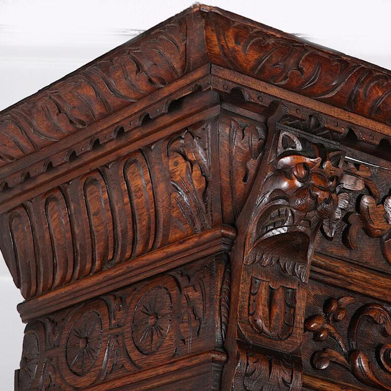 French Carved Oak Renaissance Revival Cabinet / Bookcase, C.1880 In Good Condition For Sale In Vancouver, British Columbia