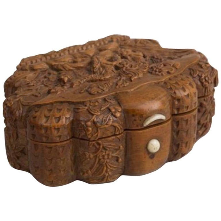 French Carved Snuff Box, Mid-19th Century For Sale