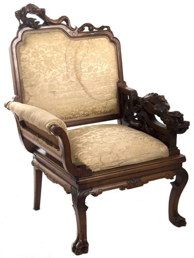 French Carved Walnut and Silk Upholstered Chinoiserie Seating Set For Sale 4
