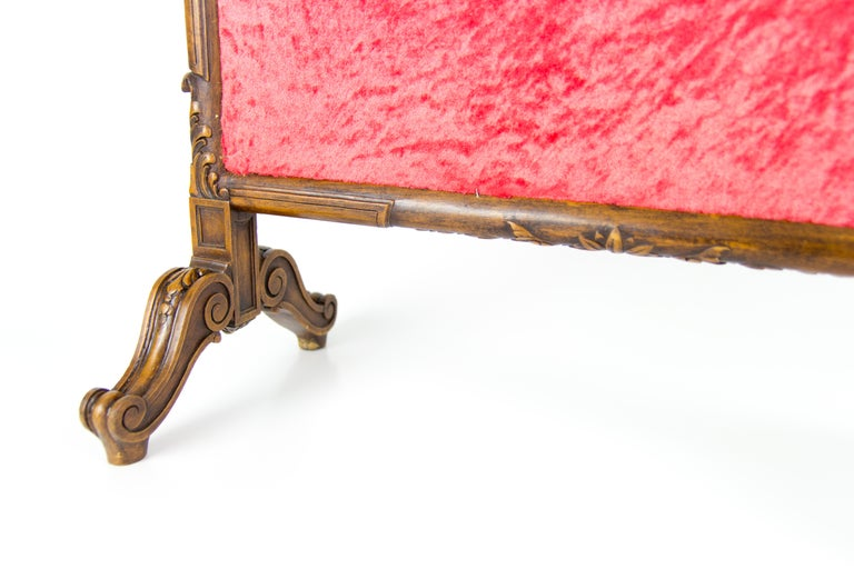 French Carved Walnut Fire Screen with Needlepoint Panel For Sale 10