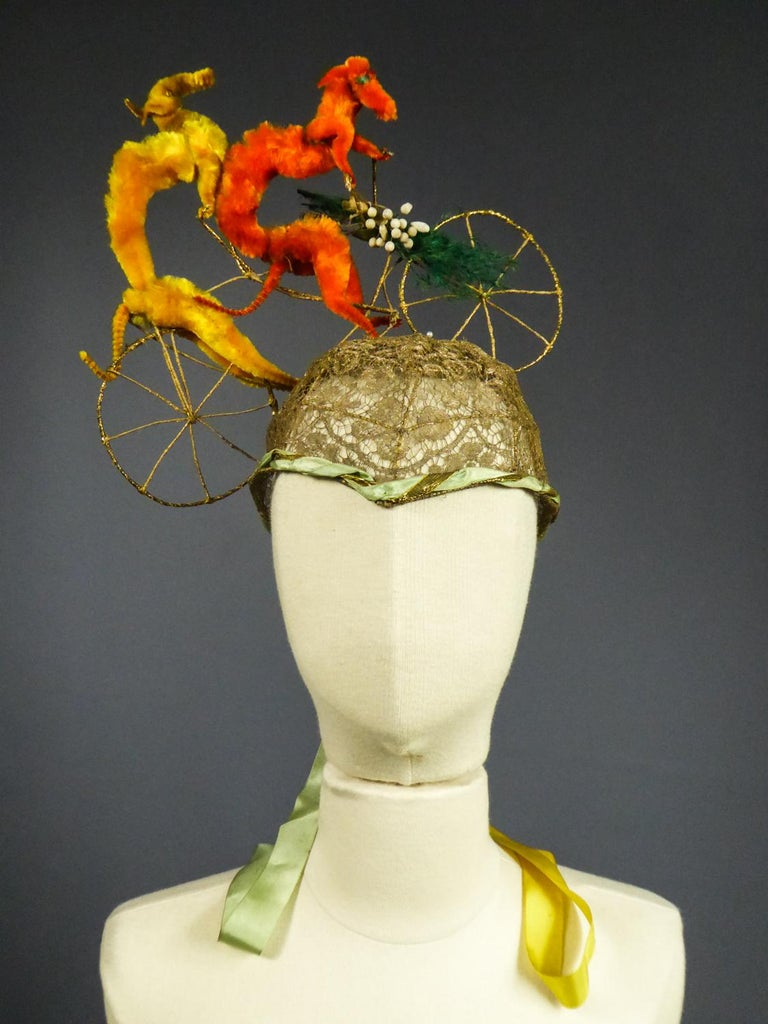 French Catherinette Dramatic Bibi Chenillé Headdress - Art Deco Period 1920/1930 In Good Condition For Sale In Toulon, FR