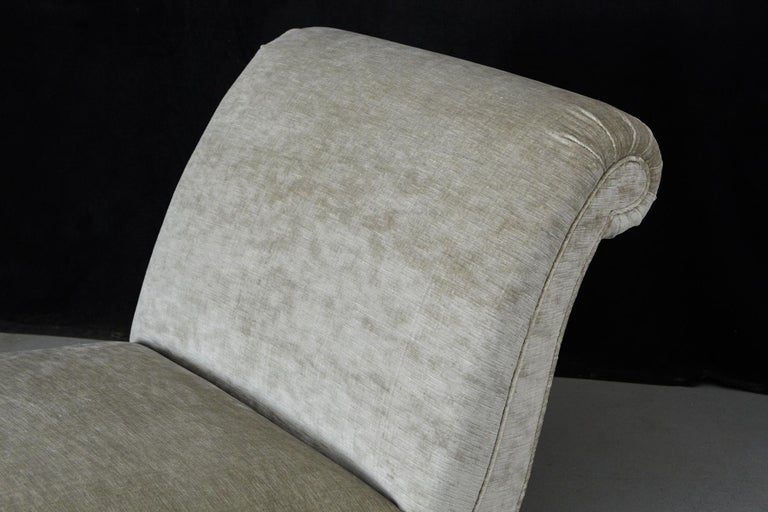 French Chaise Longue with New Upholstery in Striae Velvet, circa 1930s For Sale 6