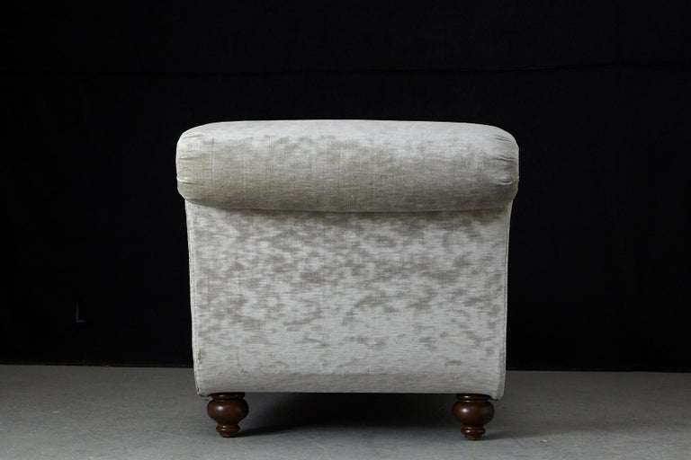 French Chaise Longue with New Upholstery in Striae Velvet, circa 1930s For Sale 10