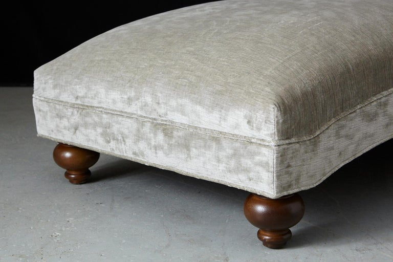French Chaise Longue with New Upholstery in Striae Velvet, circa 1930s For Sale 5