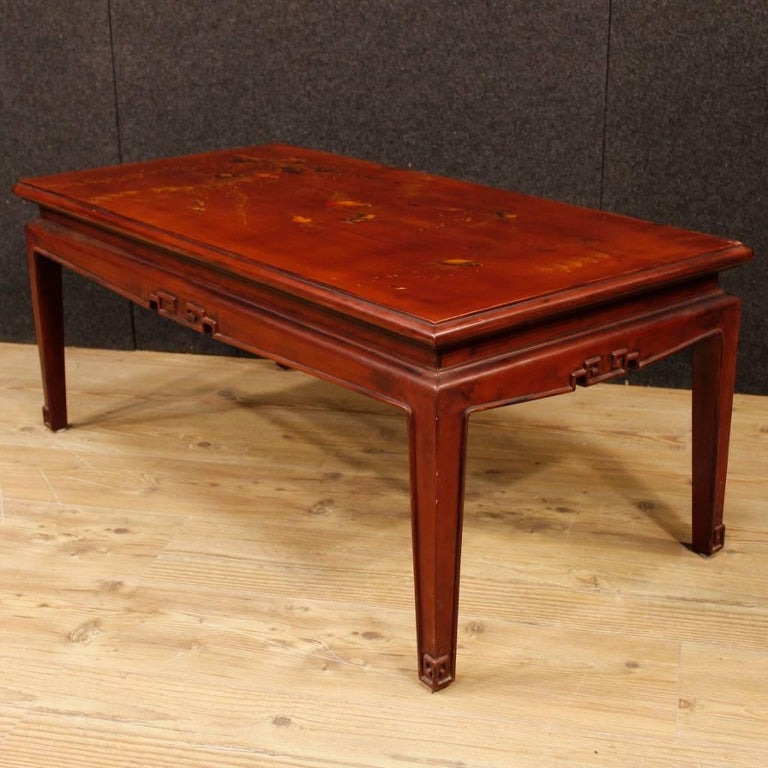 French Coffee Table in Red Lacquered and Painted Chinoiserie Wood, 20th Century In Good Condition For Sale In Vicoforte, Piedmont