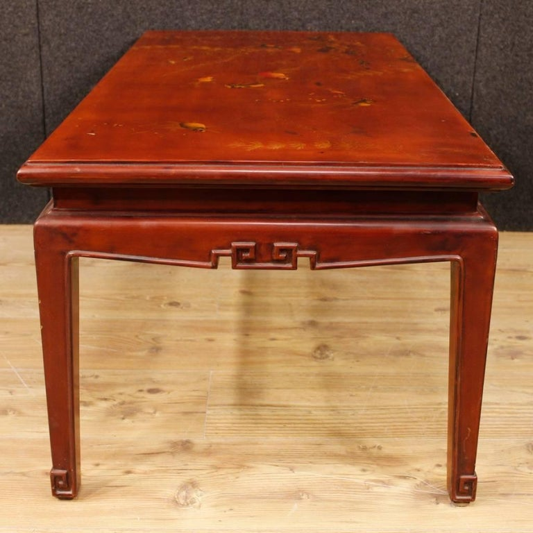 French Coffee Table in Red Lacquered and Painted Chinoiserie Wood, 20th Century For Sale 1