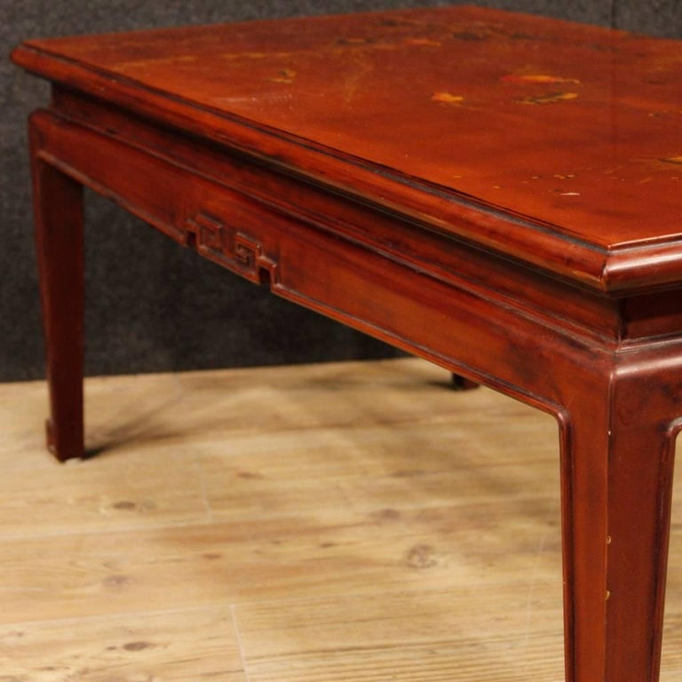French Coffee Table in Red Lacquered and Painted Chinoiserie Wood, 20th Century For Sale 3