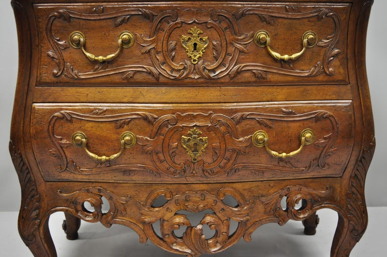French Country Louis XV Style Carved Walnut Commode Bachelor Chest of Drawers In Excellent Condition For Sale In Philadelphia, PA