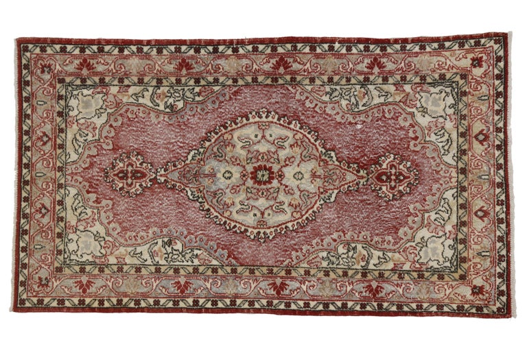 French Country Style Distressed Vintage Turkish Sivas Rug, Accent Rug In Distressed Condition For Sale In Dallas, TX