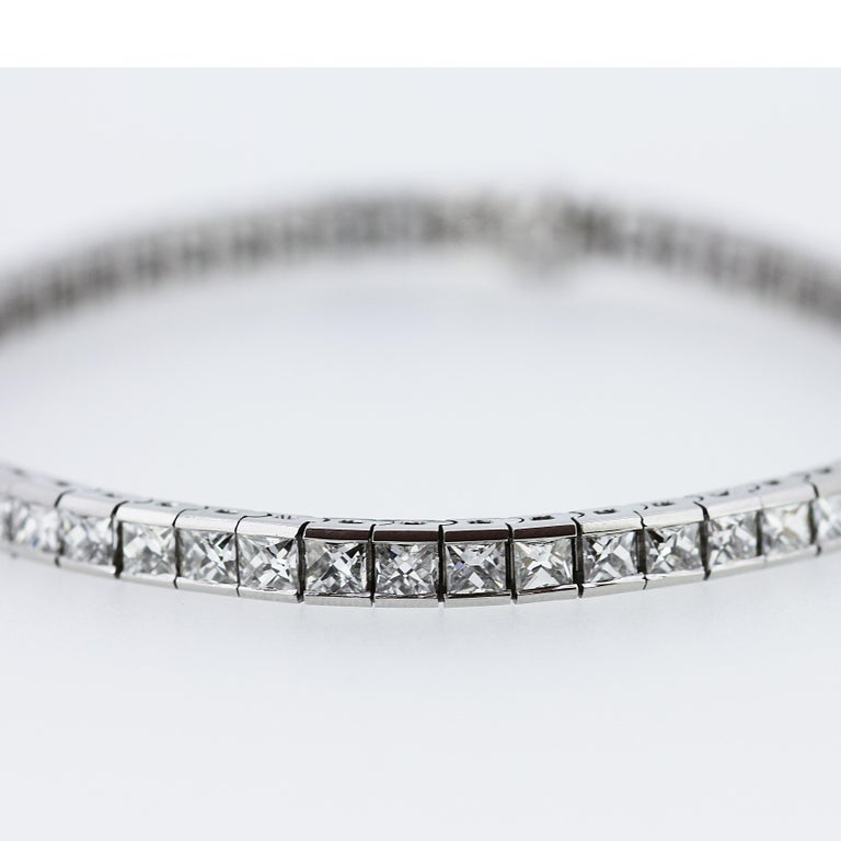 Art Deco 1920 French Cut Diamond Line Tennis Bracelet in Platinum In Excellent Condition For Sale In London, GB