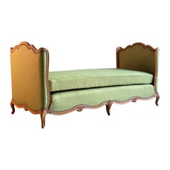 French Daybed Lit de Jour Louis XV Style Walnut 19th Century, circa 1890