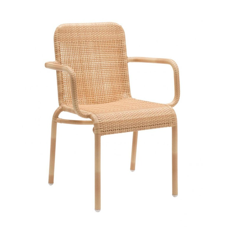 French design armchair composed of a tubular structure dressed with a braided resin rattan effect. Indoor/outdoor, it will be perfect on your terrace, in your veranda, your winter garden, your swimming-pool, even around the dining table! French