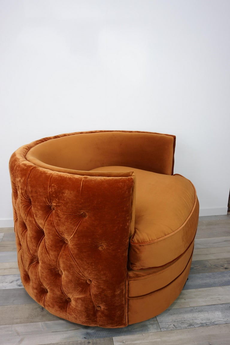 French design velvet and swivel large armchair: elegant and so soft, this armchair is so large that 2 persons can seat on! In excellent state (new items / never used).