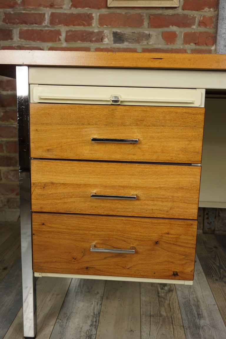 French Design Wooden and Metal Rare Executive Desk from the 1950s by Strafor For Sale 7
