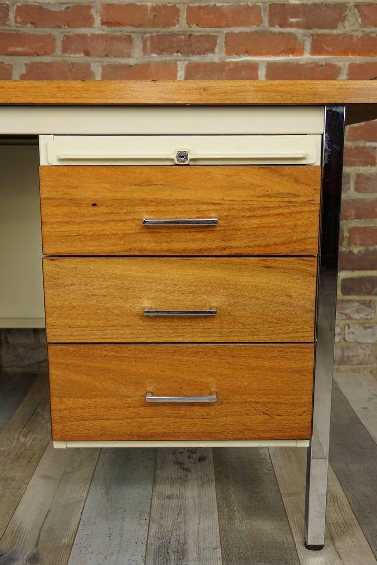 French Design Wooden and Metal Rare Executive Desk from the 1950s by Strafor For Sale 8