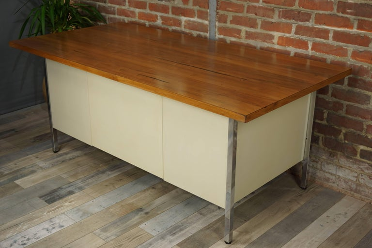 French Design Wooden and Metal Rare Executive Desk from the 1950s by Strafor For Sale 10