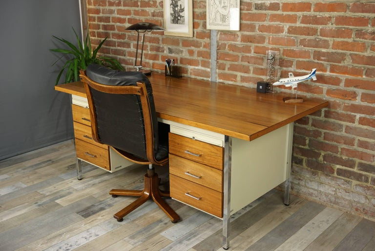 French Design Wooden and Metal Rare Executive Desk from the 1950s by Strafor For Sale 12