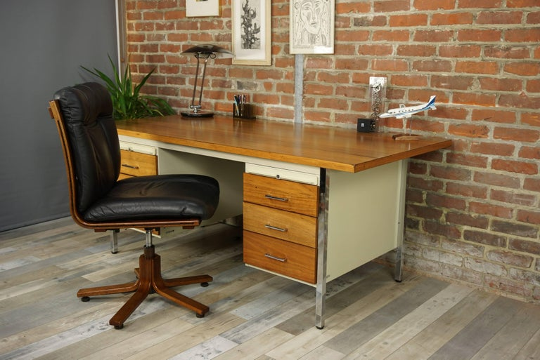 French Design Wooden and Metal Rare Executive Desk from the 1950s by Strafor For Sale 13