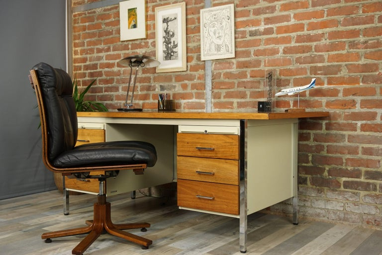 French Design Wooden and Metal Rare Executive Desk from the 1950s by Strafor For Sale 14